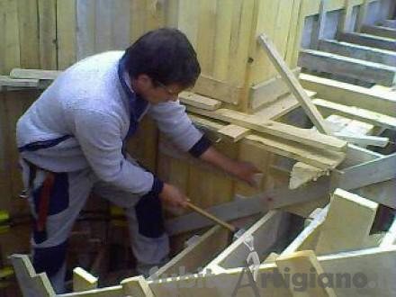 carpentiere esperto nelle costruzioni